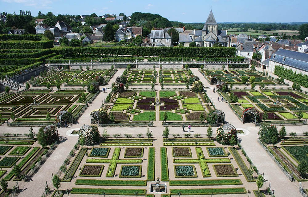 Prachtig aangelegde tuin van kasteel langs de Loire.