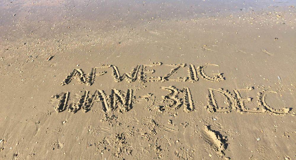 Bericht in het strandzand geschreven over een sabbatical nemen