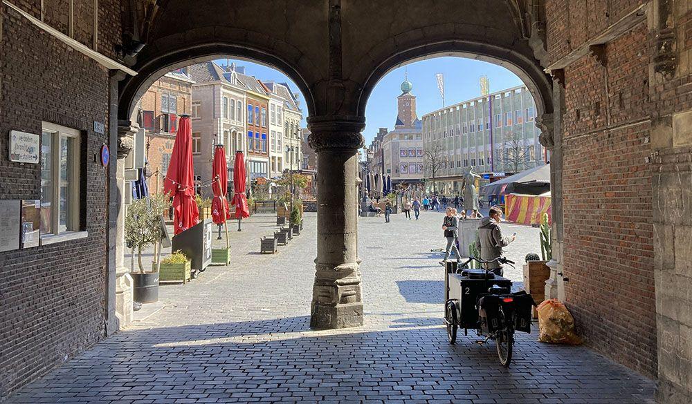 Kerkboog richting de Grote Markt van Nijmegen