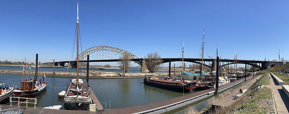 Oude haven aan de Waalkade