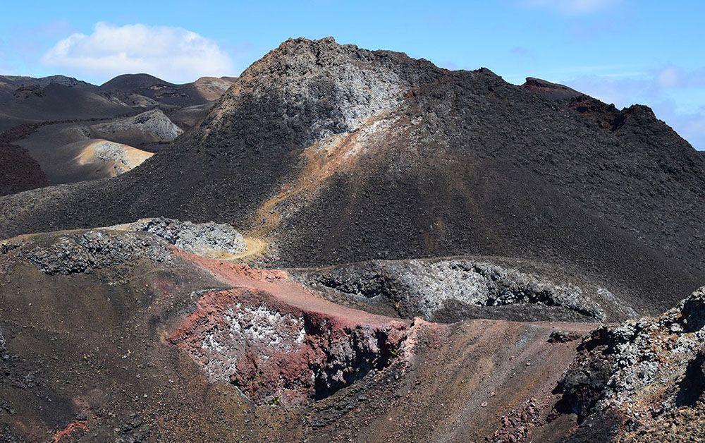 Kleurrijk landschap bij Sierra Negra op de galapagos eilanden.