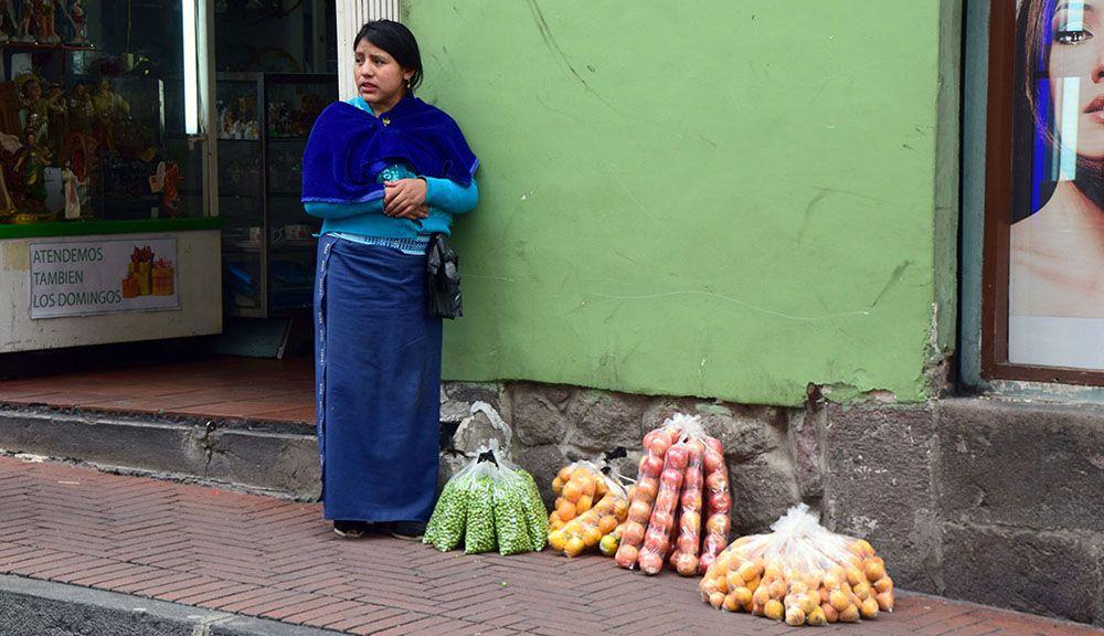 Fruitverkoopster in Ecuador