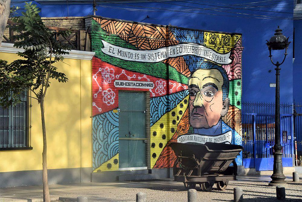 Kleurrijke muurschildering in Barranco, Lima