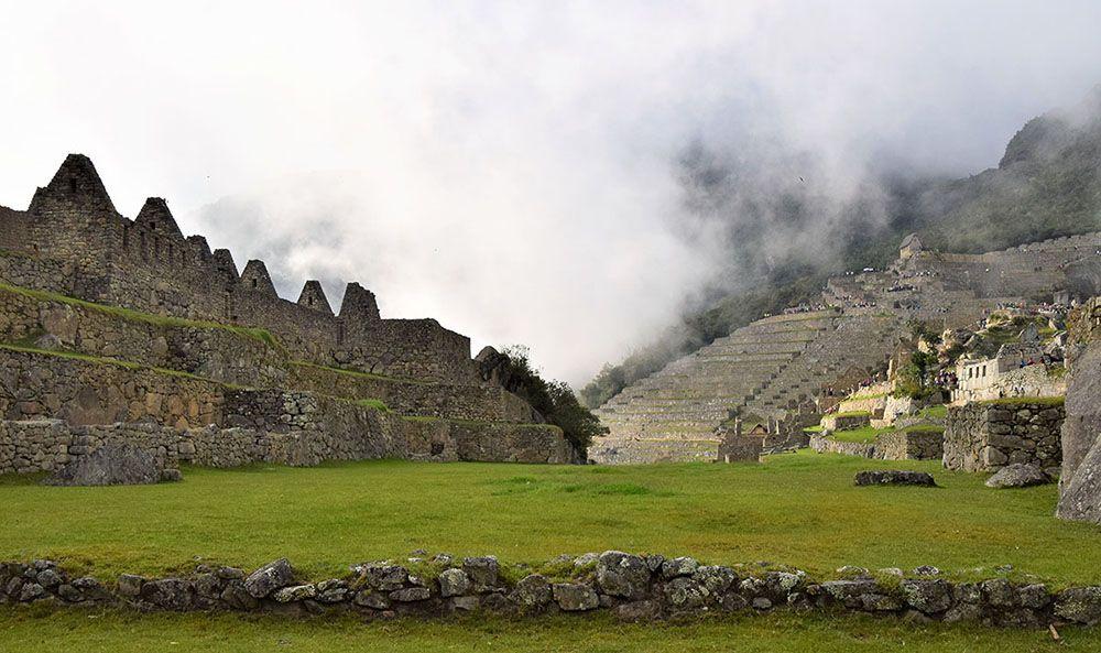 Een overzicht van de ruïnes bij Machu Picchu