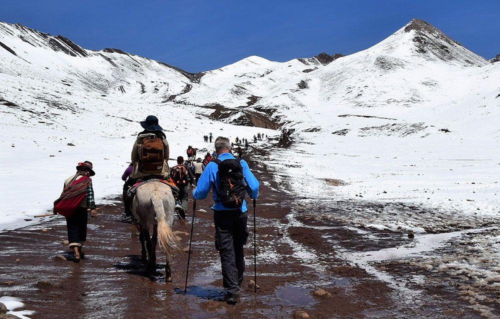 Beklimming van de Rainbow Mountain in Peru