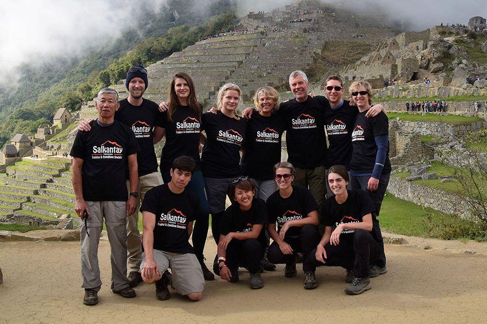 De groep van Salkantay Trekking bij Machu Picchu
