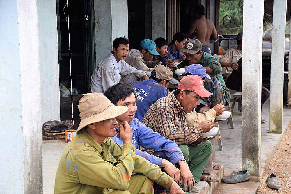 Bij een scheepswerf in de omgeving van Hoi An