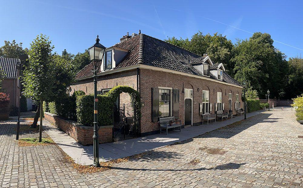 Huis midden in het dorpje Doorn