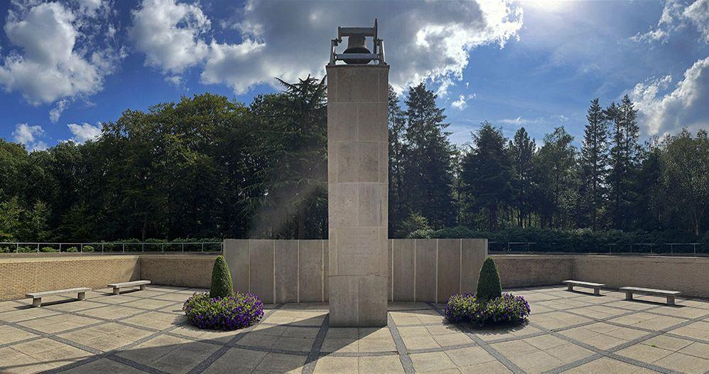 Monument bij militair ereveld